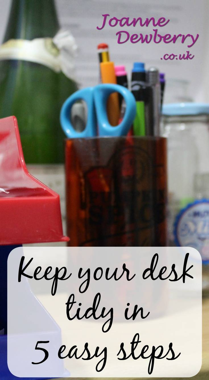 keep your desk tidy in 5 easy steps